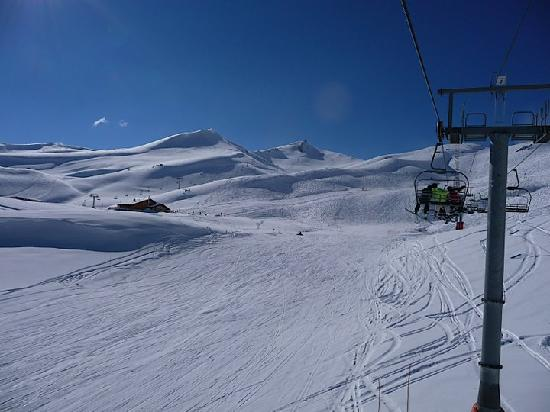 Hotel Valle Nevado: LIft serviced terrain does not get much more challenging then this.