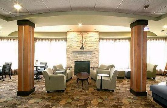 Holiday Inn Express Hotel & Suites Madison-Verona: Comfortable Great Room for Gathering and Relaxing