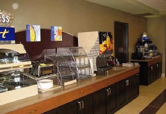 Holiday Inn Express Hotel & Suites Madison-Verona: Complimentary Hot Breakfast Included Daily
