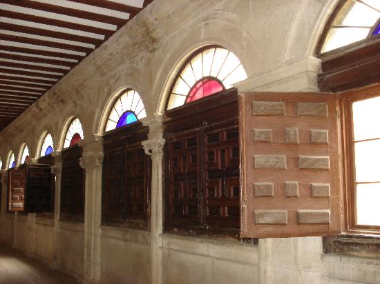 Real Monasterio San Zoilo: the gallery upstairs in hotel
