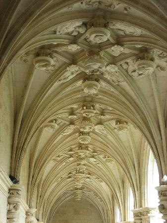 Real Monasterio San Zoilo: close-up of cloister