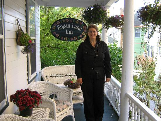 Bogan Lane Inn: Trish welcomes guests to her inn.