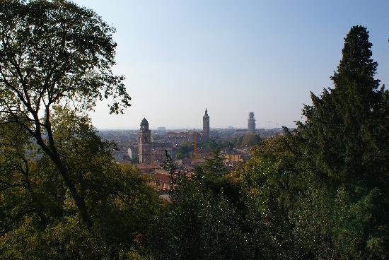 Palazzo Giardino Giusti: Verona from the Giardino Giusti