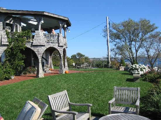 Lands End Inn: The Lawn