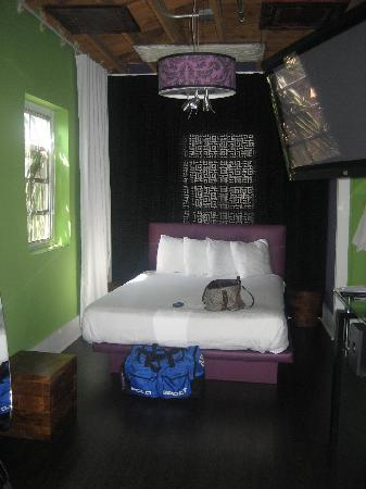 Chesterfield Hotel & Suites: second room with private curtain to separte from other rooms