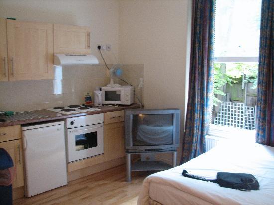 Earls Court Studios : Kitchen area