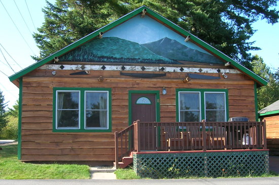 Cobble Mountain Lodge: CABIN 8
