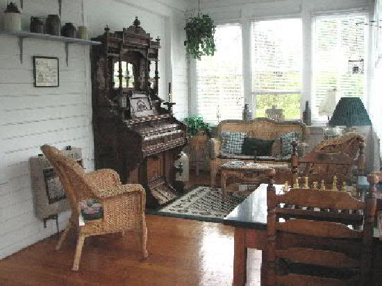 Celibeth House Bed and Breakfast: Relax Among Hisorical Antiques