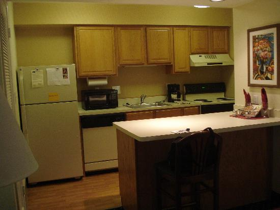 Residence Inn Detroit Troy/Madison Heights: this was the kitchen in my room