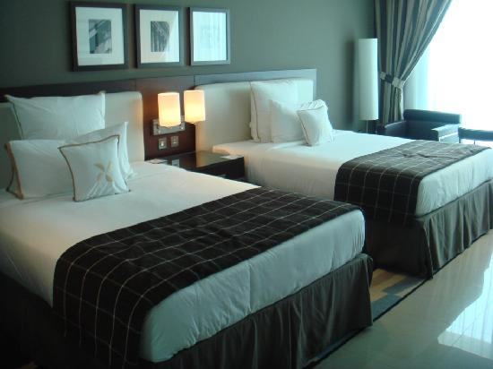 twin bed very large beds picture of four points by sheraton sheikh zayed road dubai dubai. Black Bedroom Furniture Sets. Home Design Ideas