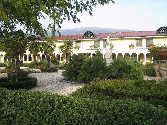 Terme Francescane Village : CORTE ESTERNA