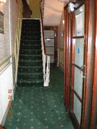 Fairways Hotel: Entry