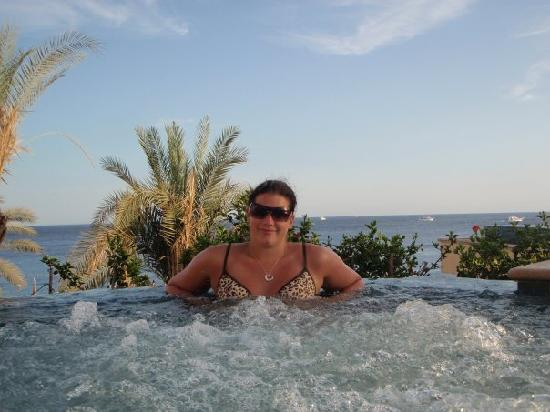 Reef Oasis Blue Bay Resort: Me in the jacuzzi
