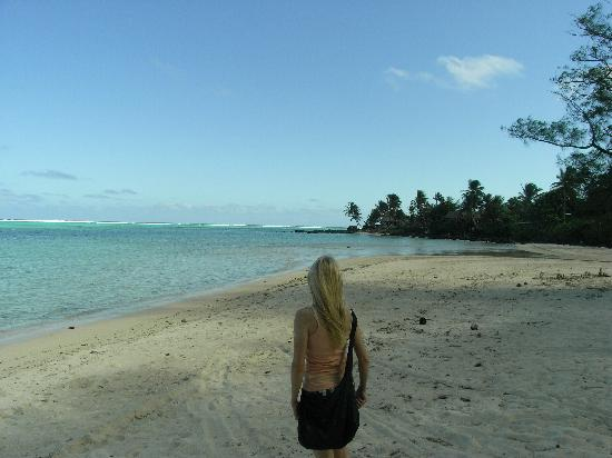 The beautiful but deserted beach in front of Muri Retreat
