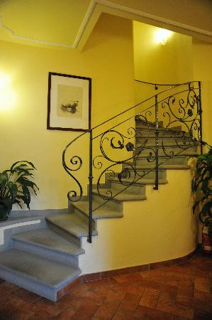Annabella Hotel: Staircase to the room.