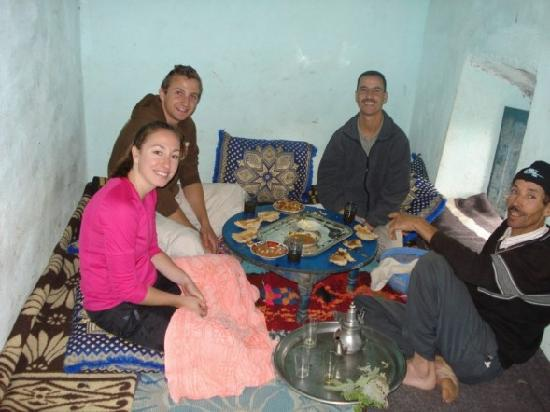 Berber Travel Adventures : Lunch w/ a Berber Family