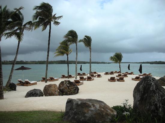 Four Seasons Resort Mauritius at Anahita : FSMRU - Man-made sandbank just in front of the Main Pools