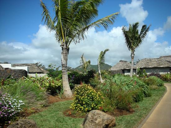 Four Seasons Resort Mauritius at Anahita : 012 - FSMRU - Paths and beautiful landscaping