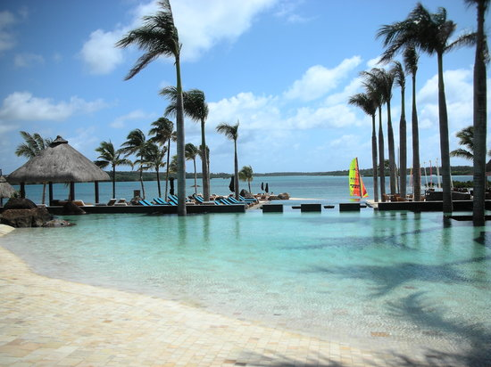 Four Seasons Resort Mauritius at Anahita: 014 - FSMRU - California Pool with beachlike access