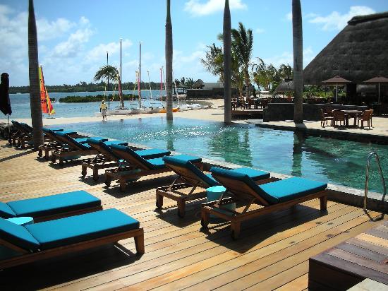 Four Seasons Resort Mauritius at Anahita : 015 - FSMRU - Infinity Pool, Pool Bar and Boathouse