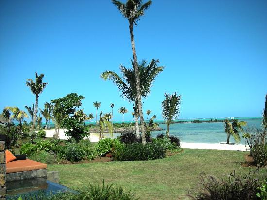 Four Seasons Resort Mauritius at Anahita : 017 - FSMRU - Beach on Ile aux Chats facing southeast