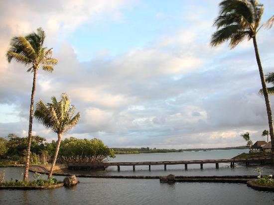Four Seasons Resort Mauritius at Anahita : FSMRU - Reception area, O-Bar and amazing seawater terraces and Aquapazza Restaurant to the ri