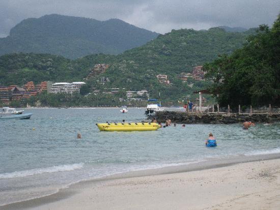 Playa La Ropa from Playa Las Gatas