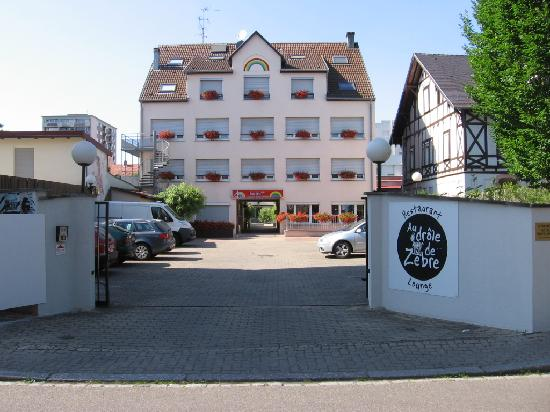 Hotel Arc-En-Ciel : Entrance to hotel
