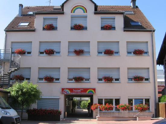 Hotel Arc-En-Ciel : Front of hotel
