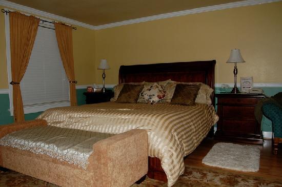 Sunnyside Inn Bed and Breakfast: Nice Large Bed
