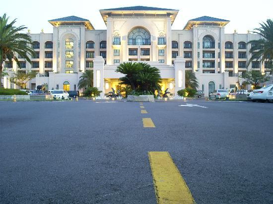 Lotte Hotel Jeju : Lotte front