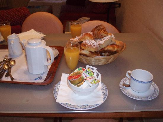 Aparthotel Bertran: breakfast