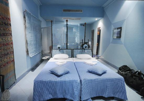 Beau Rivage Mekong Hotel : The Blue Room. Other rooms have double bed.