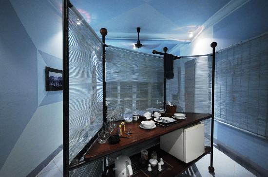 Beau Rivage Mekong Hotel : Bar area of room