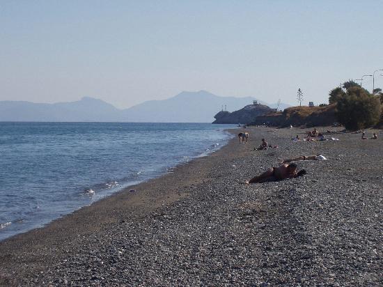 PrimaSol Archipelagos: Beach opposite hotel