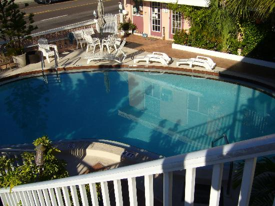 Mardi Gras Motel: another view of the pool