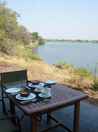 Matetsi Private Game Reserve: Breakfast alongside the Zambezi
