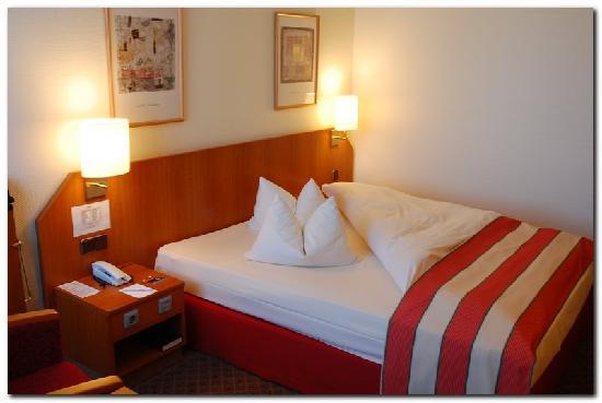 Leonardo Hotel Aachen: Nice room decor, very clean!!