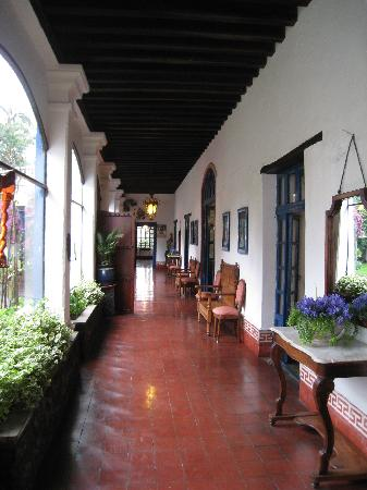 Hacienda Pinsaqui: Front Hallway of the Hacienda