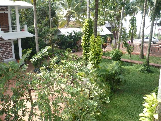 Hill View Beach Resort : another view from the garden