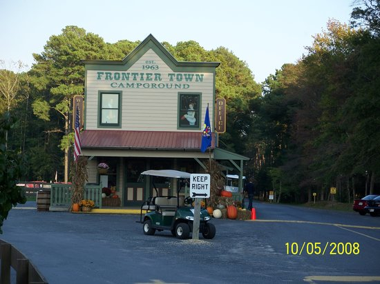 Frontier Town: Fromtier Campground Office