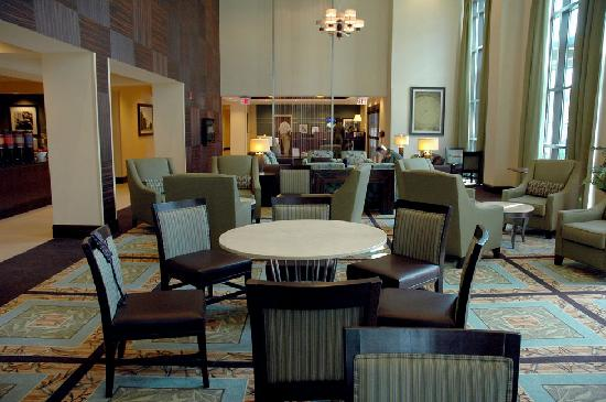 Hampton Inn & Suites National Harbor/Alexandria Area: Hampton Inn Oxon Hill - Breakfast buffet is off to the left