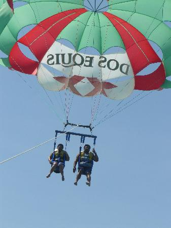 The Royal Haciendas All Suites Resort & Spa: Marta & Jose Parasailing