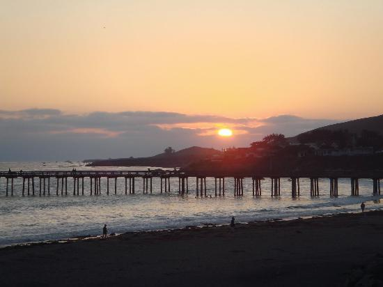 Cayucos Shoreline Inn...on the beach: Cayucos Sunset