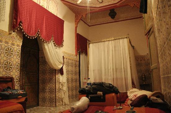 Riad Chennaoui: Cama de Matrimonio de la habitación