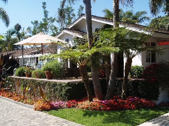 Marina Beach Motel Outside Lobby