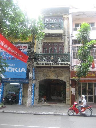 Hanoi City Palace Hotel : Street view of HE3