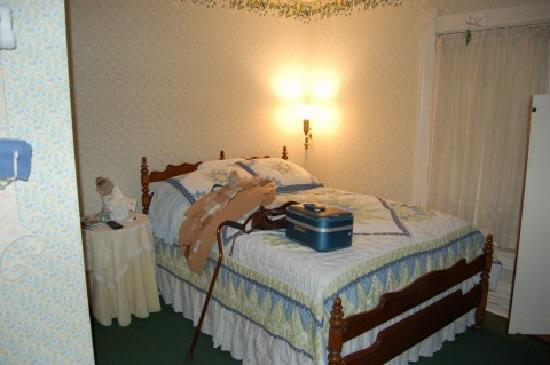 Innisfree Bed and Breakfast: One of the comfortable bedrooms at Innisfree