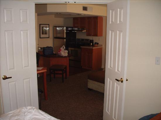 HYATT house Parsippany/Whippany: Kitchen from BR