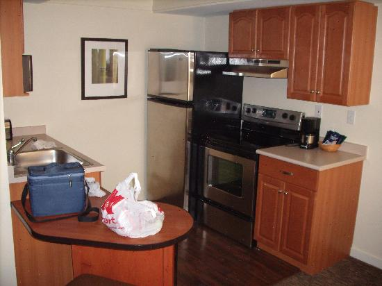 HYATT house Parsippany/Whippany: Kitchen from LR